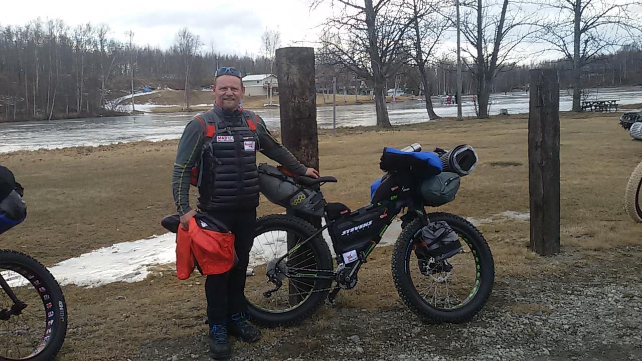 El aventurero Antonio de la Rosa ya está compitiendo en Iditarod Trail
