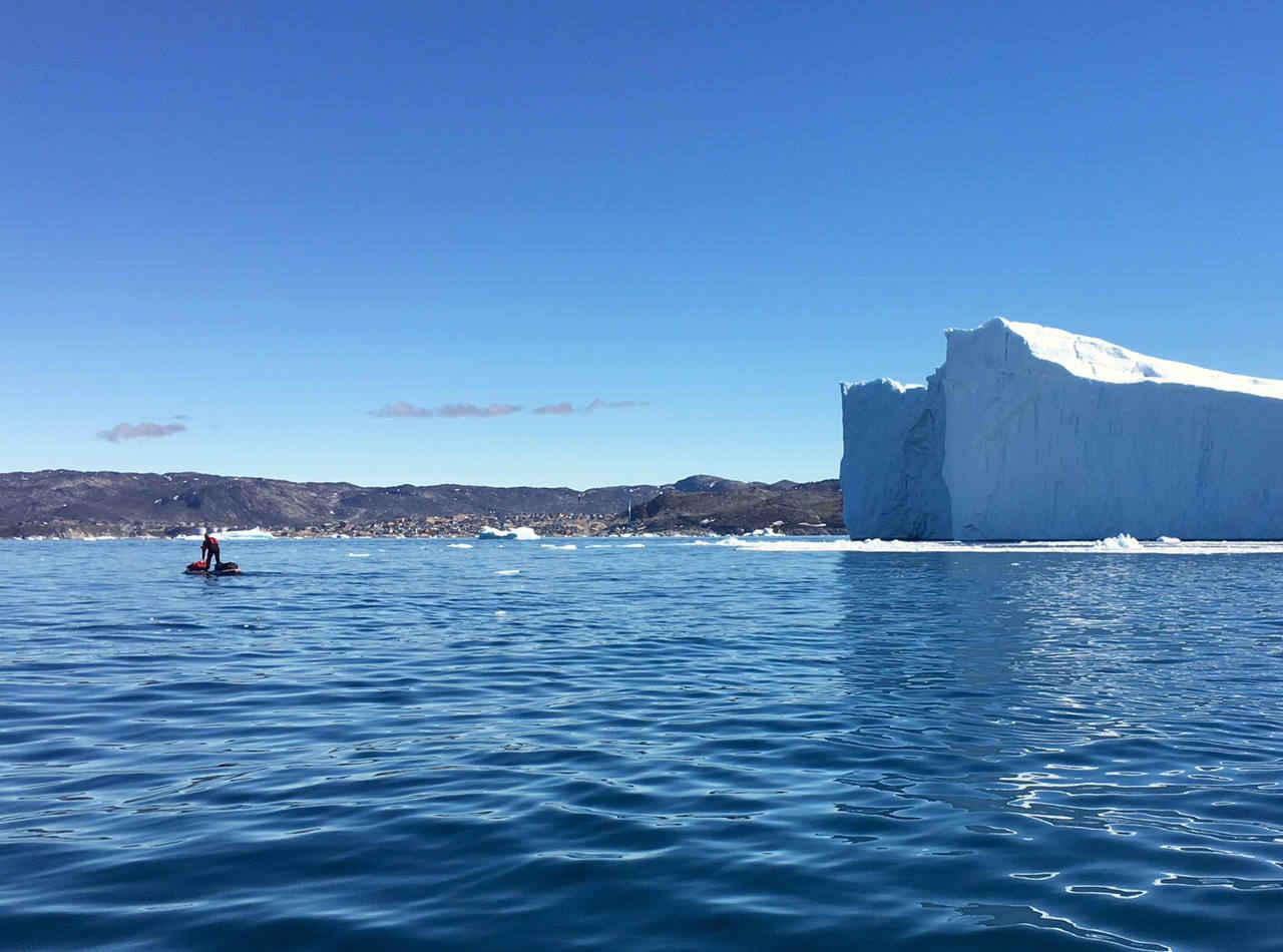 Imprevistos por las aguas heladas del Círculo Polar Ártico