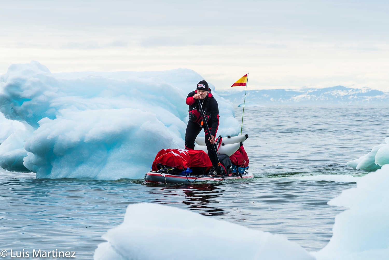 2.800 kilómetros por las aguas del Círculo Polar Ártico en una tabla de paddle surf hinchable