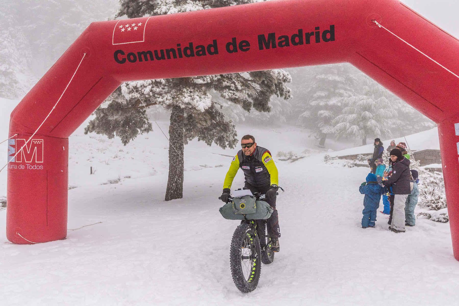 El aventurero Antonio de la Rosa presentó el primero de los retos invernales de su Tri Winter Challenge